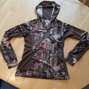Cabela's camo for her fitted active pullover